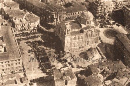 1)Αεροφωτογραφία από τον εορτασμό της εθνικής εορτής της 25ης Μαρτίου 1935.  Στο κέντρο η Μητρόπολη των Αθηνών.