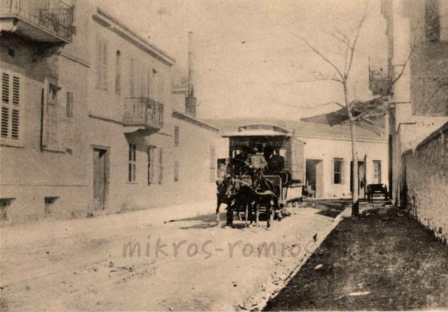 Iππήλατος τροχιόδρομος σε αθηναϊκό δρομό.