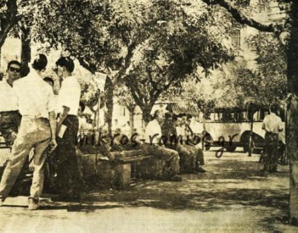 Άποψη της Πλατείας με τα παγκάκια για την αναμονή των επιβατών.