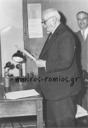 Ο πρωθυπουργός Θεμιστοκλής Σοφούλης στο θάλαμο ΕΙΡ στο Ζάππειο το 1947.