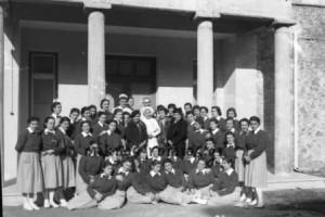 Το προσωπικό του Μαιευτήριου «Έλενα» σε αναμνηστική φωτογραφία (Ιανουάριος 1947).