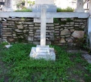 Ο τάφος της Μαίρης Βέμπερ στο Α' Κοιμητήριο Αθηνών. Επί του σταυρού αναφέρει στη γερμανική «Έχασαν τη ζωή τους 6 Μαρτίου 1893». Η απόκλιση στις ημερομηνίες 24 Φεβρουαρίου (6 Μαρτίου) 1893 οφείλεται στη διαφορά του Γρηγοριανού με το Ιουλιανό ημερολόγιο.