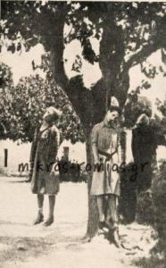 Η 60χρονη Λουκία Τοπάλη και η 38χρονη κόρη της Σοφία Τοπάλη κρεμασμένες στο ίδιο δένδρο.